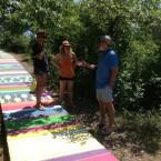 На живописной тропинке художники: Сергей Цигаль, Екатерина Попова и Даша Маркелова.