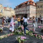 Оберег Мира из цветов в Праге