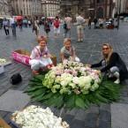 С флористами Надин Топкиной (Франция) и Анастасией Анисифировой (Россия).