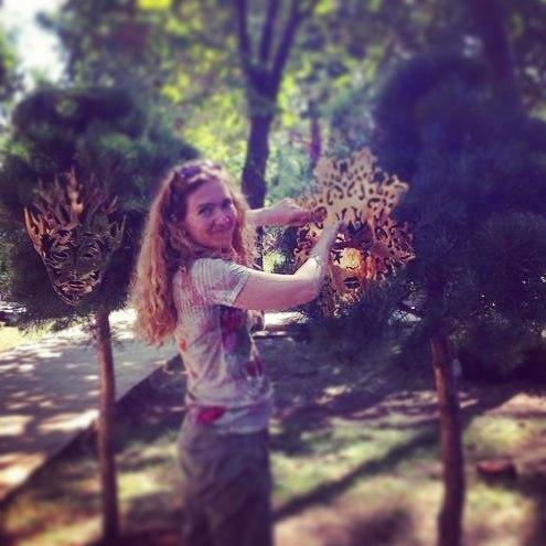 Крепеж маски на дереве
