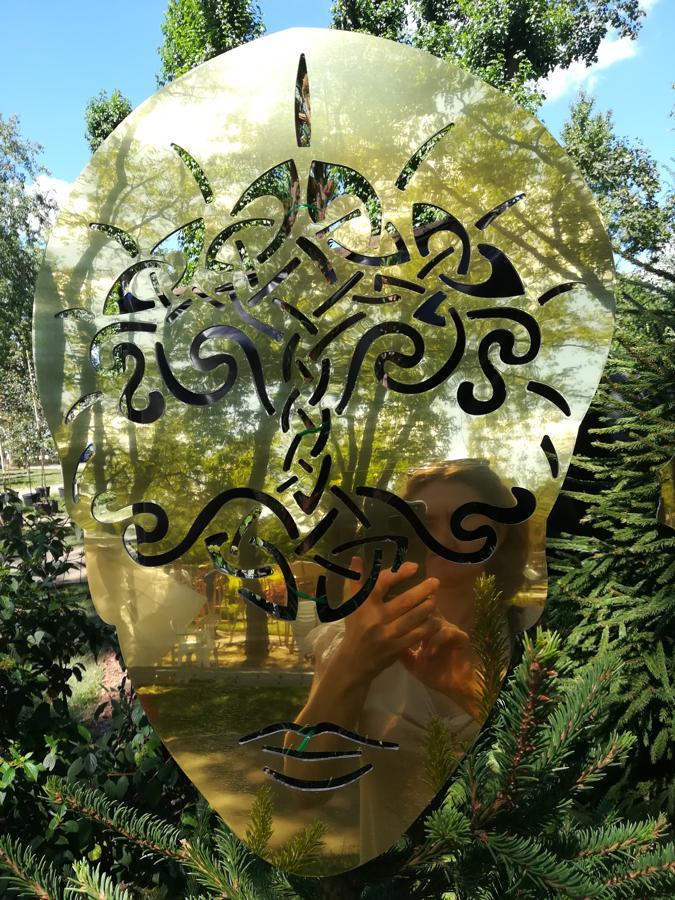 Маска-образ славянской богини Дидилии - богини супружества, деторождения, роста, растительности, олицетворение луны.