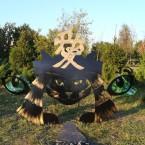 На традиционной маске самурая изображен иероглиф Любовь.