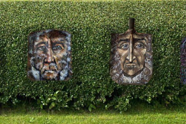 Портреты Великих садовников мира на садовых лопатах